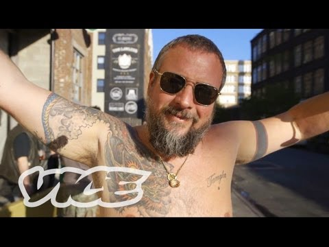 Shane Smith Strips Down for 2,000,000 Subscribers!