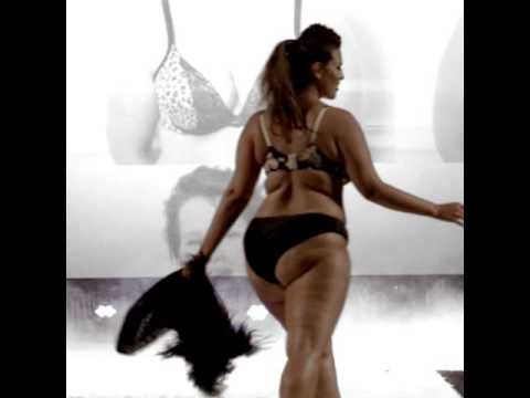 Download Ashley Graham at the 2015 Cacique Fashion Show