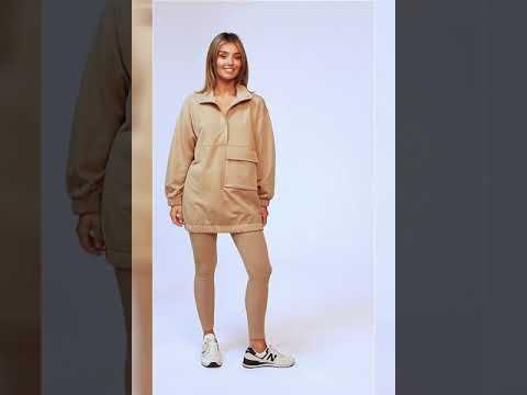 Video: CM6199 Bluza - tunika z dużą kieszenią i napami - orzechowa