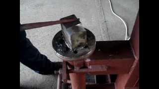 видео Как самостоятельно изготовить кузнечный молот своими руками