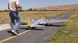 Mike Leggett & his scratch built RC B-17 first flight SCCMAS