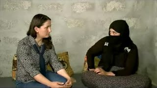 بالفيديو.. إيزيدية محررة من داعش تفض عذرية ابنتها لمنع التنظم من أخذها