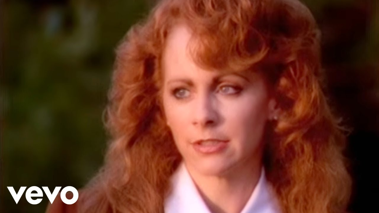 "How Reba McEntire's ""Does He Love You"" Landed With Linda Davis"