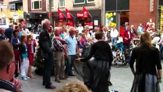 Straattheater Hengelo: een zoen of pesto