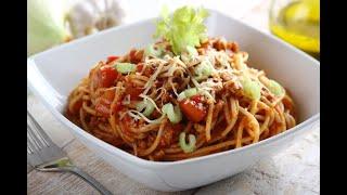 Przepis - Proste spaghetti bolognese na pomidorach (przepisy kulinarne przepisy.pl)