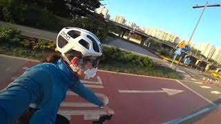 멋진 아우디가 자전거 도로에 한강 로드 자출 라이딩