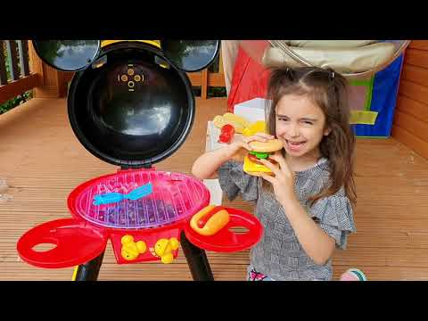 CUMBIA DE HOY - EMILY PRETEND COOKING WITH BBQ GRILL TOY