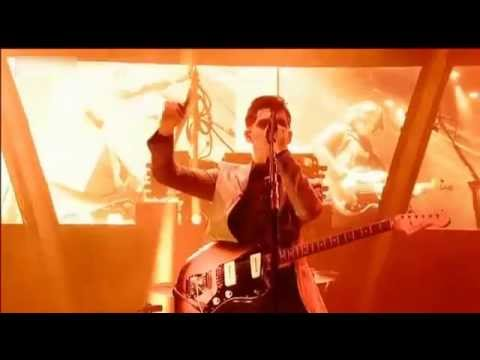 Arctic Monkeys - When The Sun Goes Down(Glastonbury 2013)