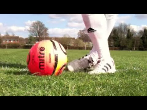 Learn Ryan Giggs panna/ nutmeg skill - Manchester United - Football Soccer Skills