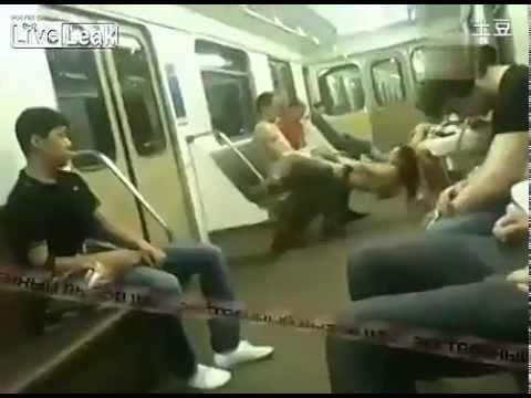 sex tren xe o NGA