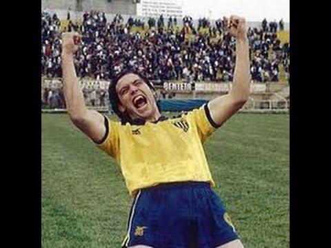 The Striker with Number 9 (I fanela me to '9') - Stratos Tzortzoglou
