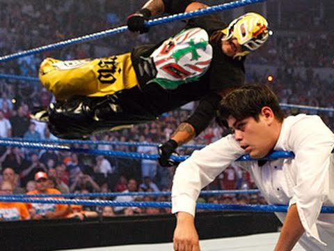 SmackDown: Rey Mysterio returns to...