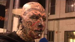 Repeat youtube video WELT KOMPAKT auf der Tattoo Convention in Berlin