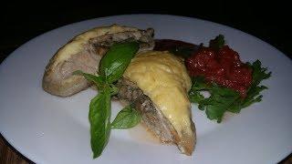Корейка, фаршированная грибами в сырном кляре с помидорами конкассе и южным соусом