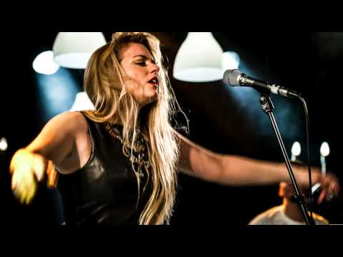 'At Last' Jo Harman jamming with house band Netherlands Radio 6