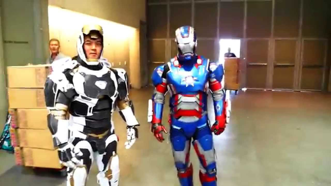 SDCC 2014 IRON MAN one of the BEST COSTUMES of COMIC CON...working IRON PATRIOT suit! - YouTube  sc 1 st  YouTube & SDCC 2014: IRON MAN one of the BEST COSTUMES of COMIC CON...working ...