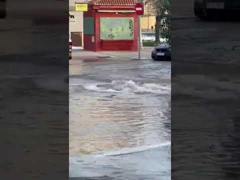 Reventón de una tubería en la avenida Santander de Valladolid