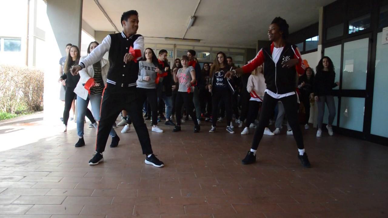 One Billion Rising al Gobetti-Volta - YouTube