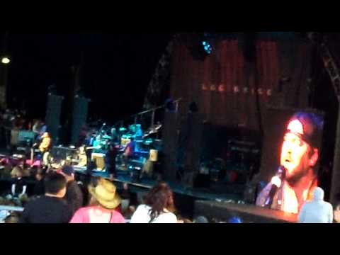 i-drive-your-truck-by-lee-brice-@-first-midwest-bank-amphitheatre-5/11/2013