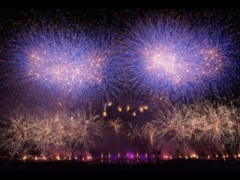 Жизнь во Франции. Салюти в праздник День взятия Бастилии.