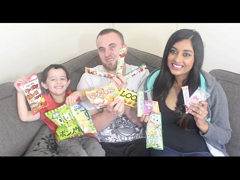 AUSTRALIANS TRY JAPANESE CANDY!