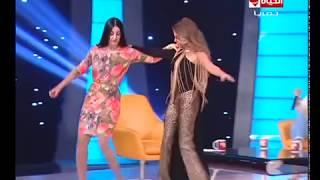 صافيناز تتحدى رزان مغربى بالرقص والدلع على مسرح الحياة حلوة