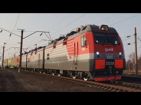 """Электровоз 3ЭС5К-1000 """"Ермак"""" с грузовым поездом."""