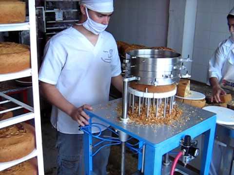 Maquina rebanadora de pasteles youtube for Como hacer una maquina recreativa