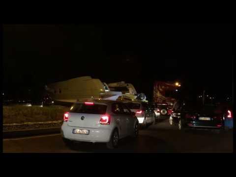 CERVIA: Ecco il maxi-yacht che ha bloccato il traffico - VIDEO