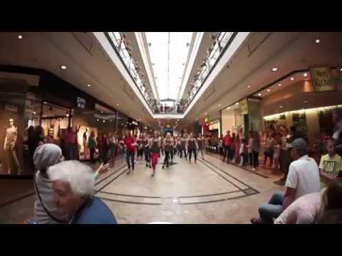 Flashmob des Dance United - TanzSzene Bautzen im  Kornmarktcenter
