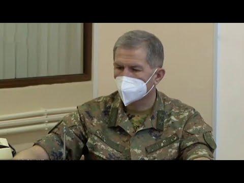 Президент Армении отказался увольнять главу Генштаба.