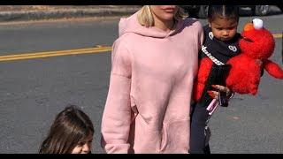 ✅  Khloé Kardashian : Sortie shopping avec sa fille True et sa nièce Penelope