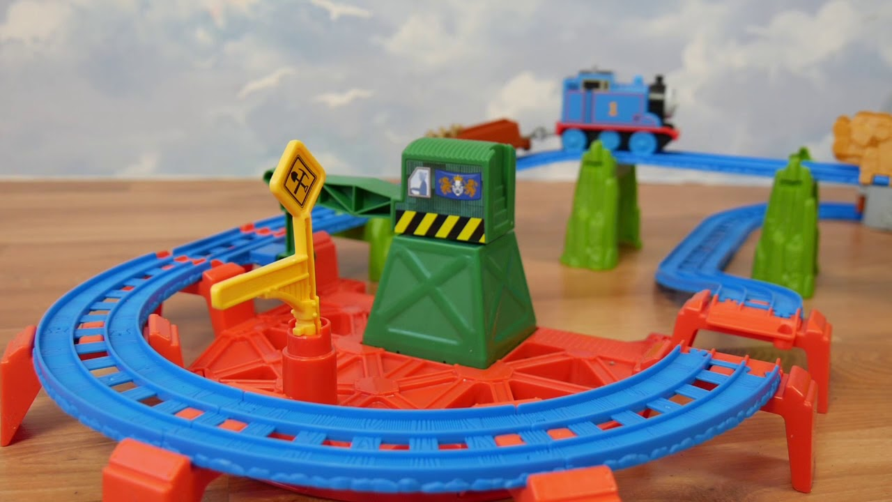 Fisher Price • Thomas & Friends • King Of The Railway Deluxe Set