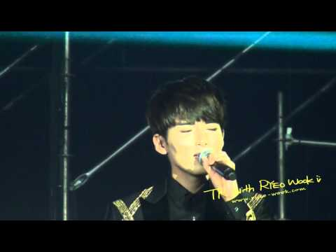 [fancam] 121028 Zhenjiang Music Festival - At Least I Still Have You (Ryeowook focus)