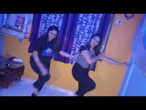 गोव्याच्या किनाऱ्यावर....performed By Karishma N Sneha...👌👍