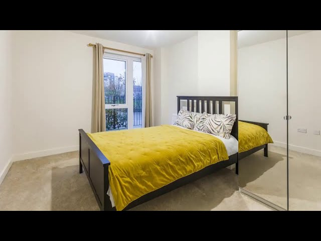 == Stylish Contemporary Ensuite Double Room == Main Photo