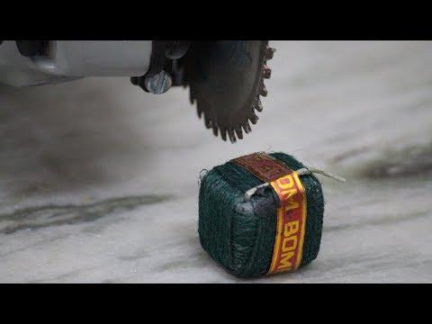 What Is Inside a SUTLI BOMB💣💥 Diwali Dhamaka | Cut Open Sutli Bomb | Blade XYZ | Hindi