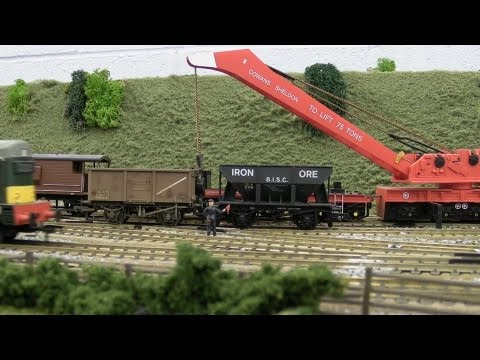 North East model railway – Station Traffic & Breakdown Crane