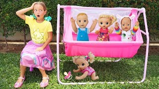 София играет в Игровом Домике для детей с Куклами, веселая история про Игрушки
