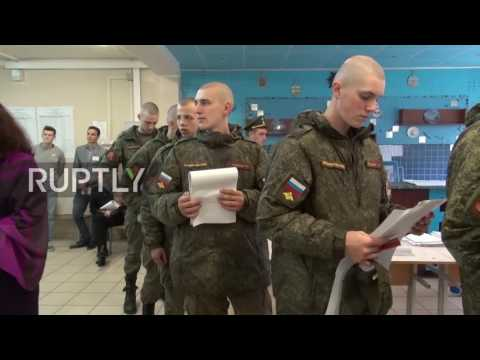 Russia: Soldiers queue