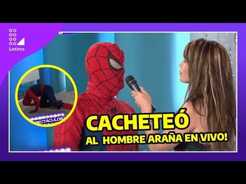 Milena Zárate se vengó y cacheteó al hombre araña por mentiroso (Sexy woman slaps Spiderman)