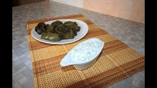 Сметанный соус с чесноком и зеленью. Соус для мантов, долмы и хинкали.