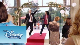 "Ramallo y Beto cantan ""Yo Soy Así y Voy Por Ti"" | Momento Musical | Violetta"
