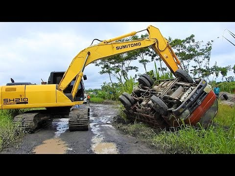 Overloaded Dump Truck Tip Over Recovery By Sumitomo SH210 Excavator | Evakuasi Truk Terguling