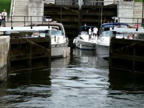 Boat Passing Properly Rideau Waterway Doovi