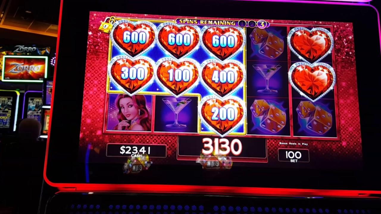 Play Lock It Link Slot Machine Online