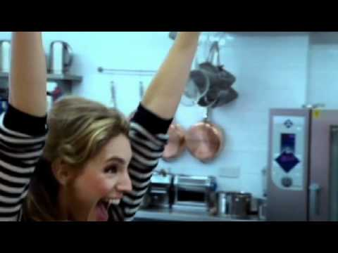 Kelly Brook doing well in the Kitchen - Gordon Ramsay