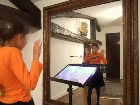 Roxanne lou la sorci re et le miroir magique youtube for Le miroir magique