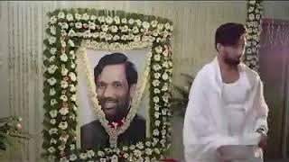 கட், டேக், ரிபீட் .... குஷ்புவை ஃபாலோ செய்யும் சிராக் பஸ்வான்