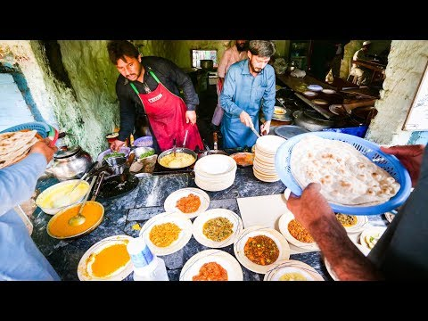 Best Street Food at Pakistan University - CRISIS OMELET in Islamabad | Pakistani Food Tour!